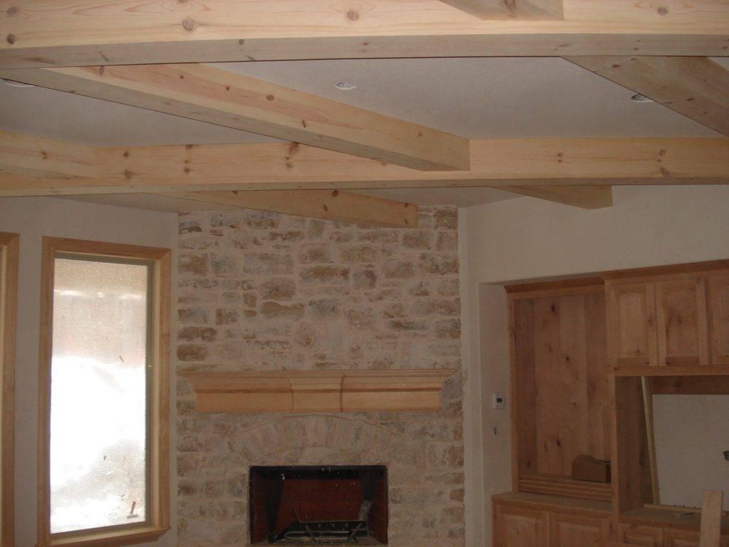 Деревянный потолок в квартире: из чего его сделать и как установить самостоятельно