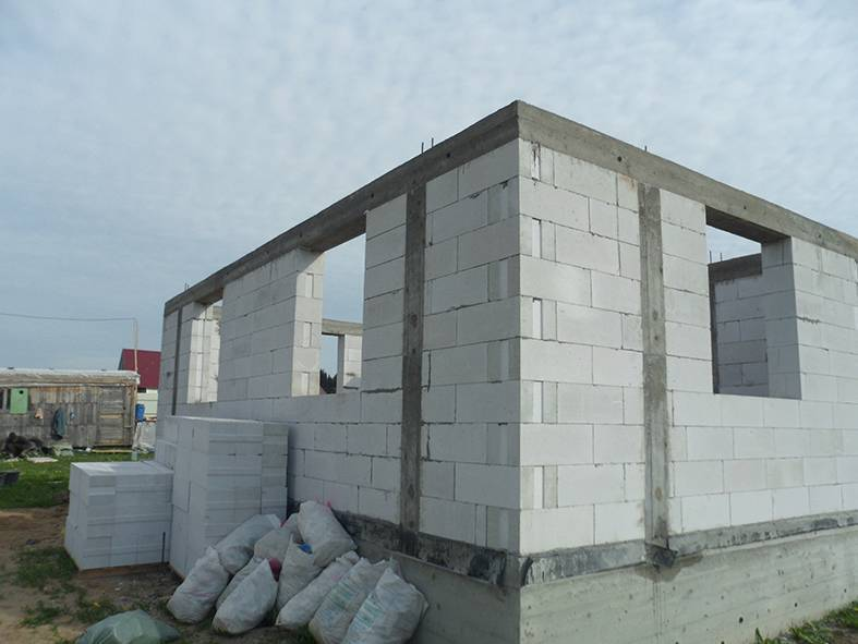 Выбор специалиста: газобетон или каркас - всё о бетоне