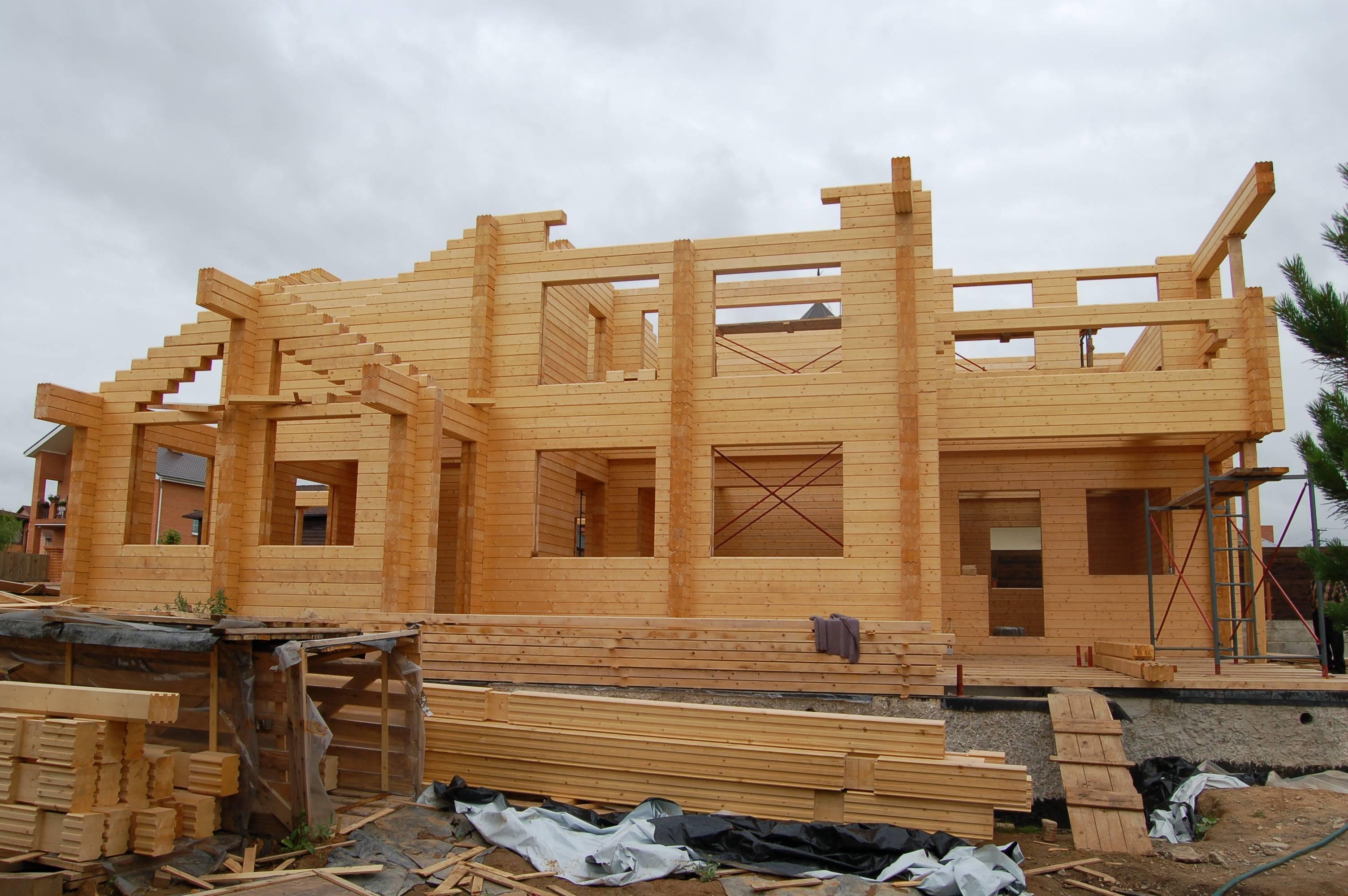 Дом из клееного бруса: этапы строительства, преимущества и недостатки