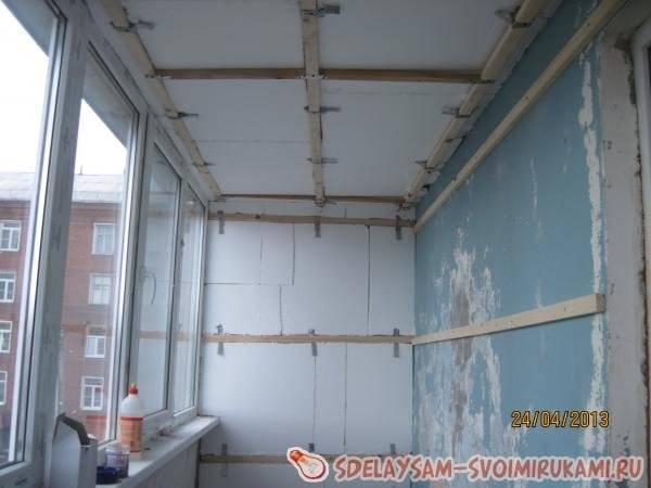 Как сделать потолок на балконе из панелей пвх: отделка пластиком своими руками