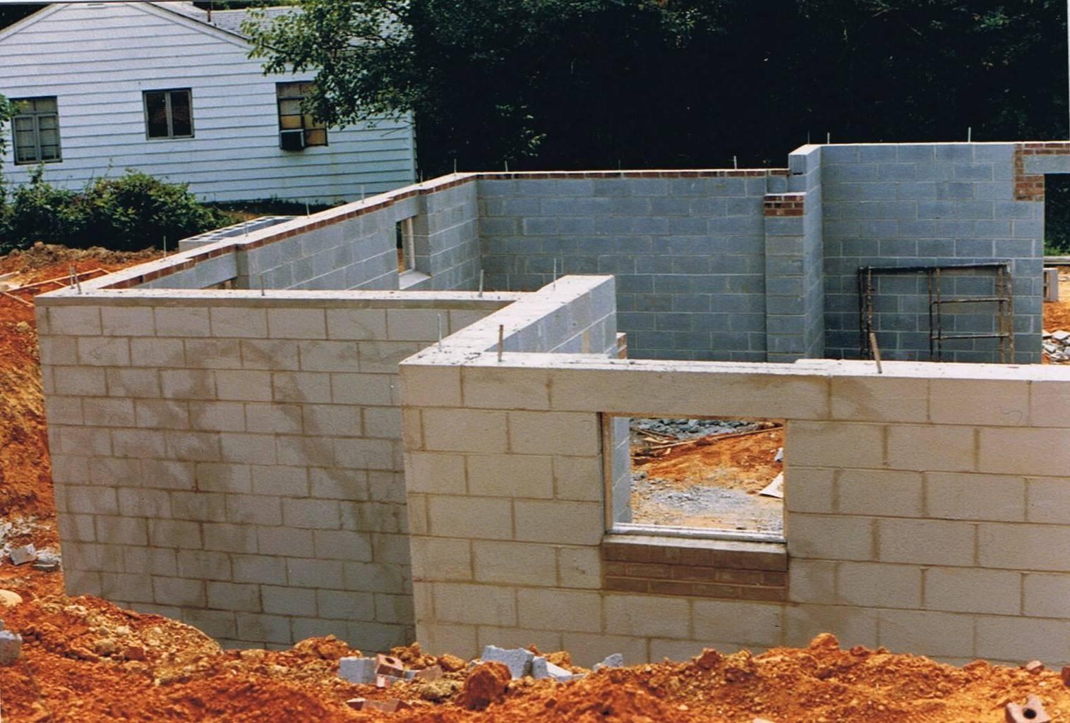 Надежный и крепкий дом из пеноблоков: этапы строительства