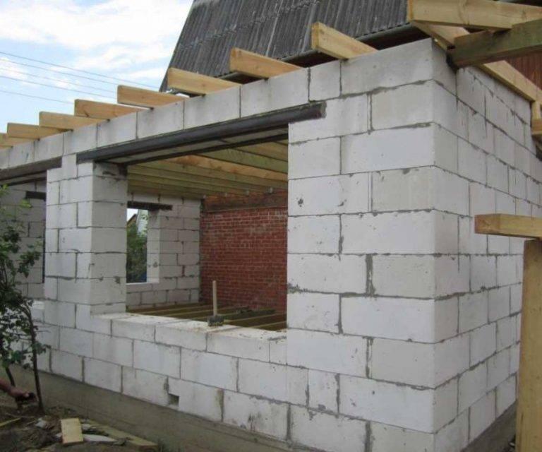 Готовые проекты домов домов из пеноблоков: видео-инструкция по монтажу своими руками, особенности процесса изготовления пеноблочного строительного материала, фото