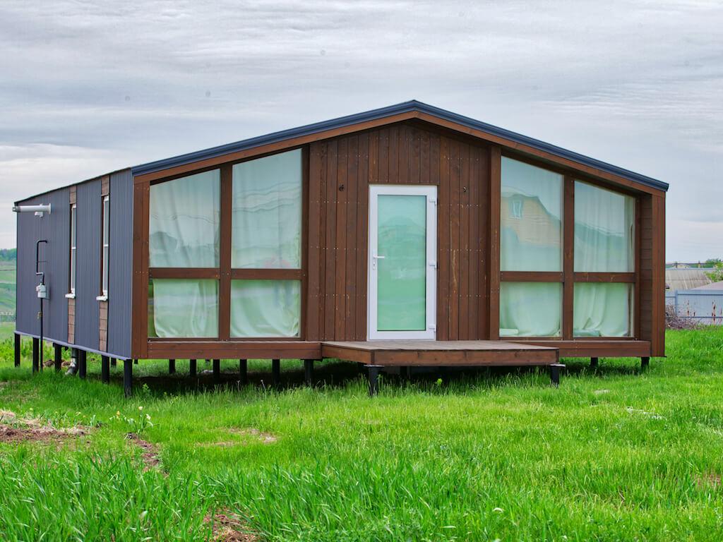 Строим мини дом для круглогодичного проживания: варианты, плюсы, минусы