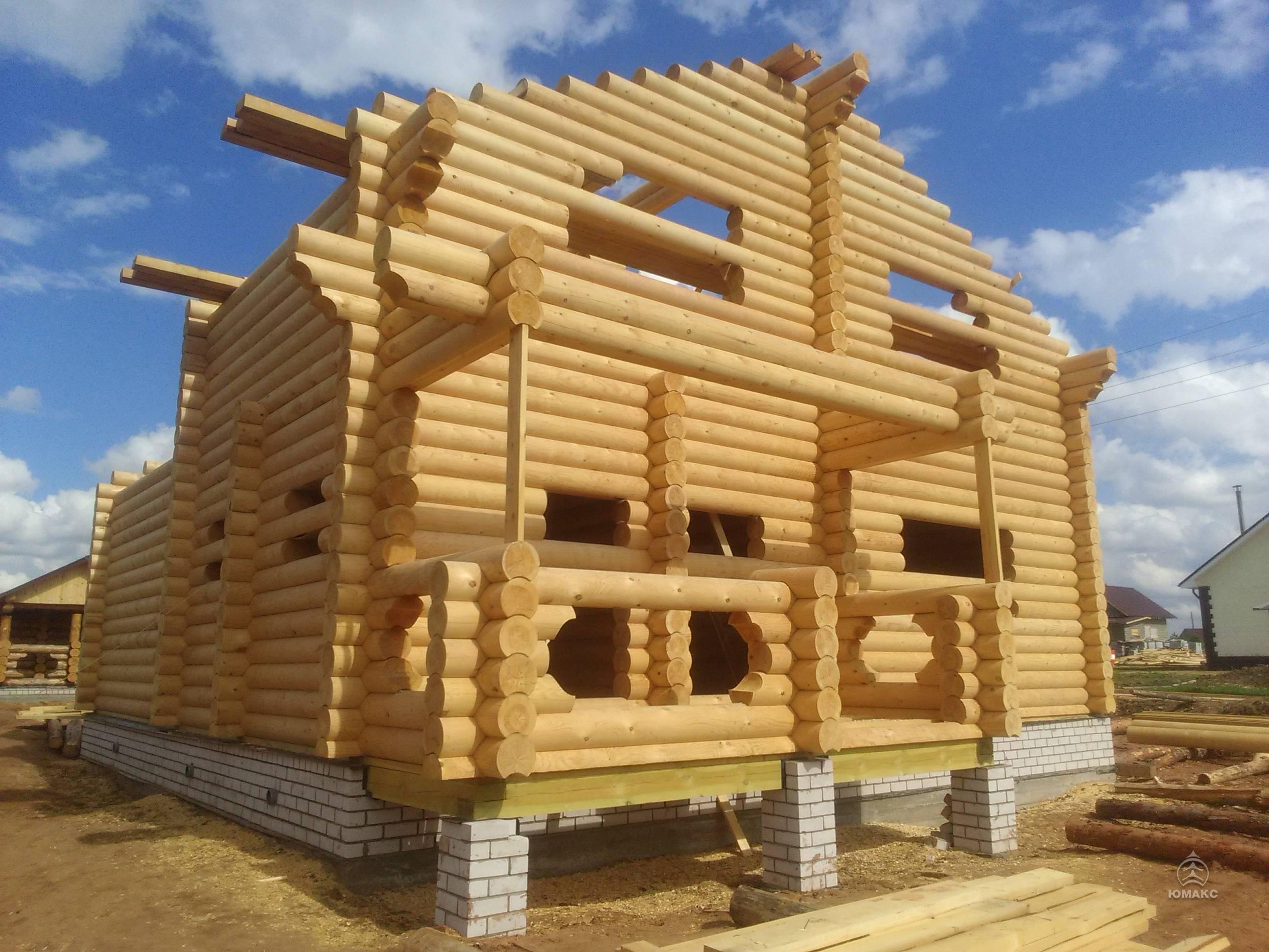 Дома из оцилиндрованного бревна (82 фото): строительство сруба и требования к цилиндрическому стройматериалу, одноэтажные деревянные строения, плюсы и минусы построек, отзывы владельцев