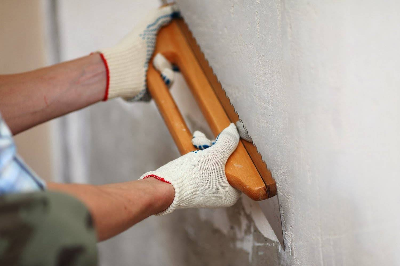 Декоративная штукатурка на потолок: нанесение на гипсокартон и не только, фото в интерьере, в том числе кухни, и как наносить, чтобы сделать рельеф своими руками?