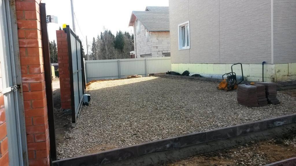 Как сделать заезд и площадку для парковки автомобиля на даче?