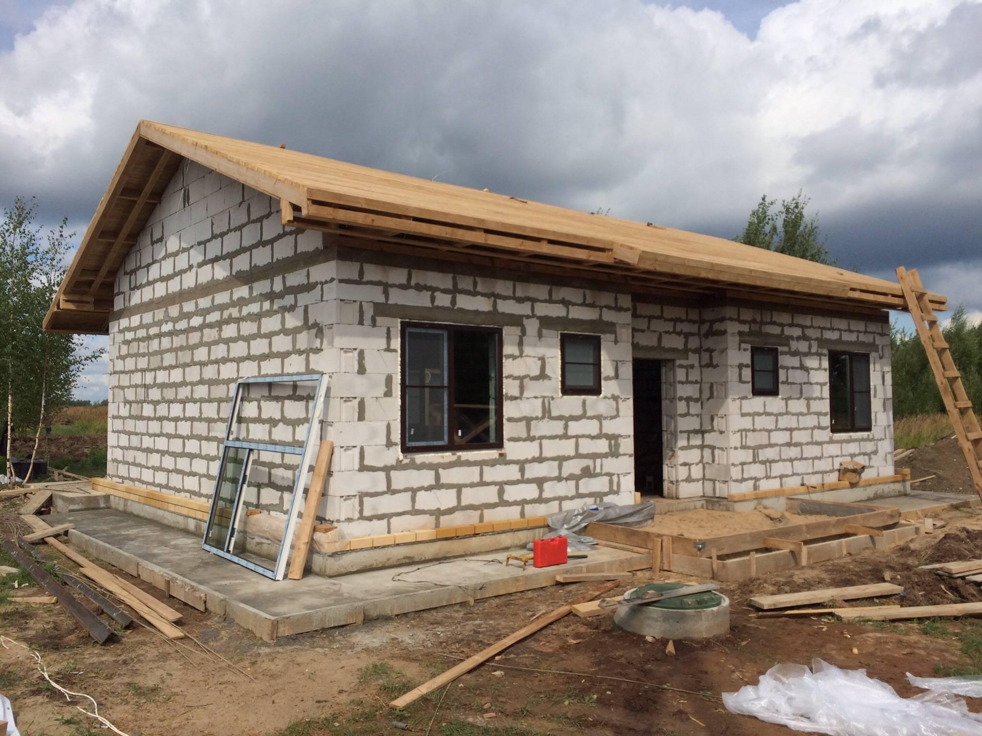 Дом из пеноблоков — 150 реальных фотографий лучших проектов. пошаговая инструкция строительства своими руками