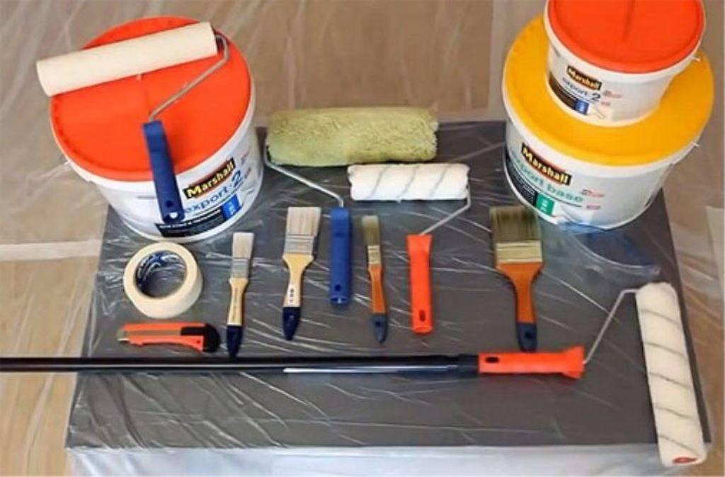 Побелка потолка валиком: какой лучше выбрать и как провести обработку мелом или водоэмульсионной краской своими руками?