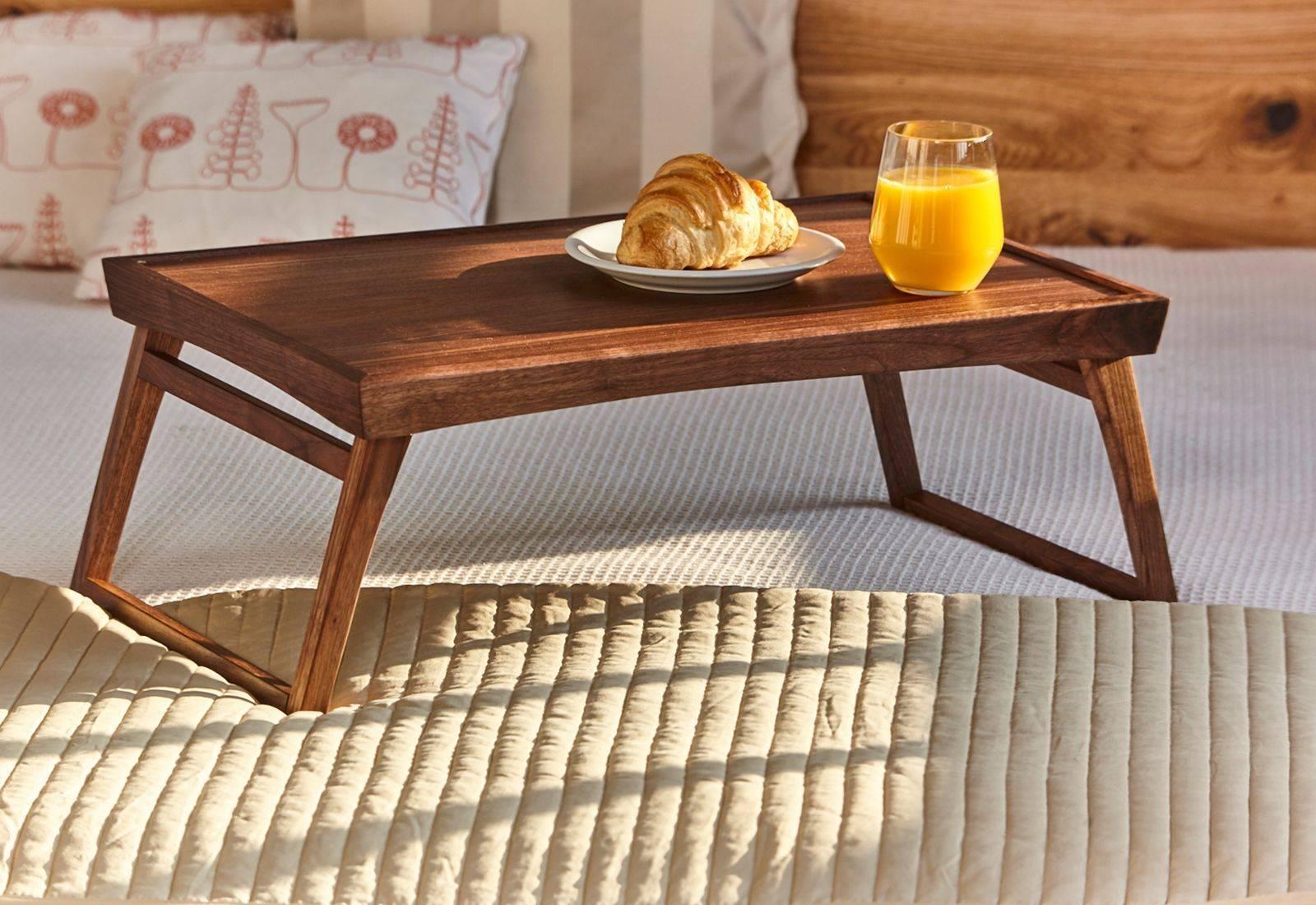 Столик для завтрака – советы по подбору удобной и практичной модели (100 фото)