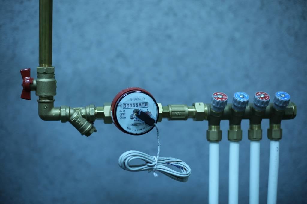 Установка счетчика воды своими руками: правила и порядок монтажа