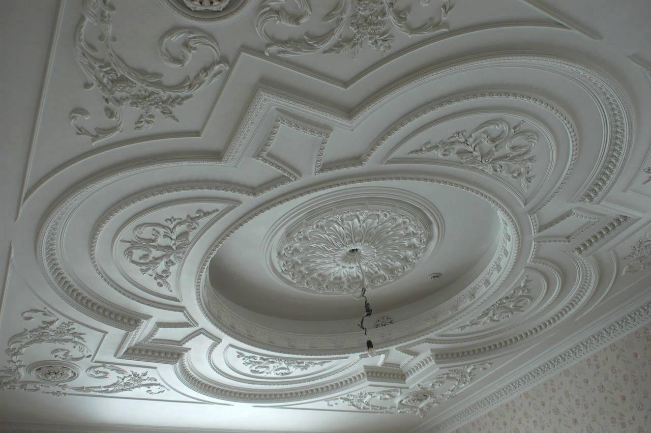 Как отреставрировать лепнину на потолке рабочие. лепнина на потолке: варианты оформления. разновидности и назначение гипсовой лепнины