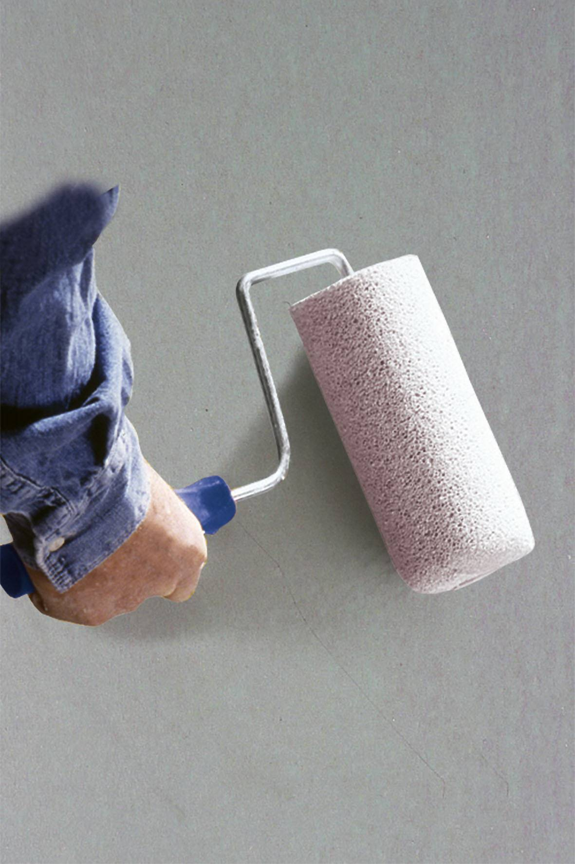 Правильная отделка потолочной поверхности — как наносить грунтовку на потолок