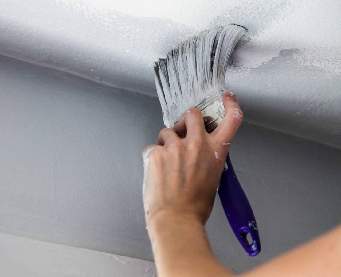 Акриловая краска для потолка: характеристика, преимущества, покраска и подготовка поверхности