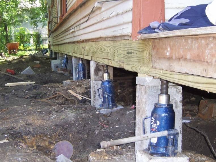 Как укрепить фундамент старого деревянного дома своими руками