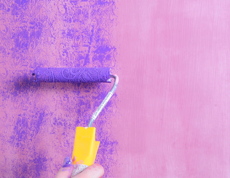 Фактурная краска для стен — как наносить, разновидности и создание дизайна своими руками
