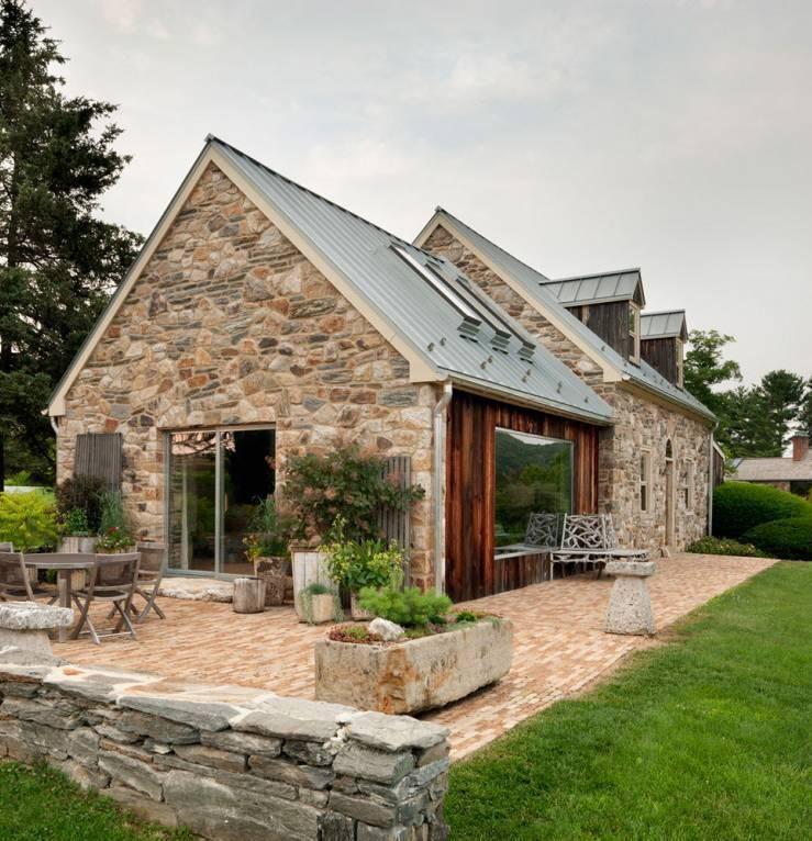 Строительство частного дома из природного камня
