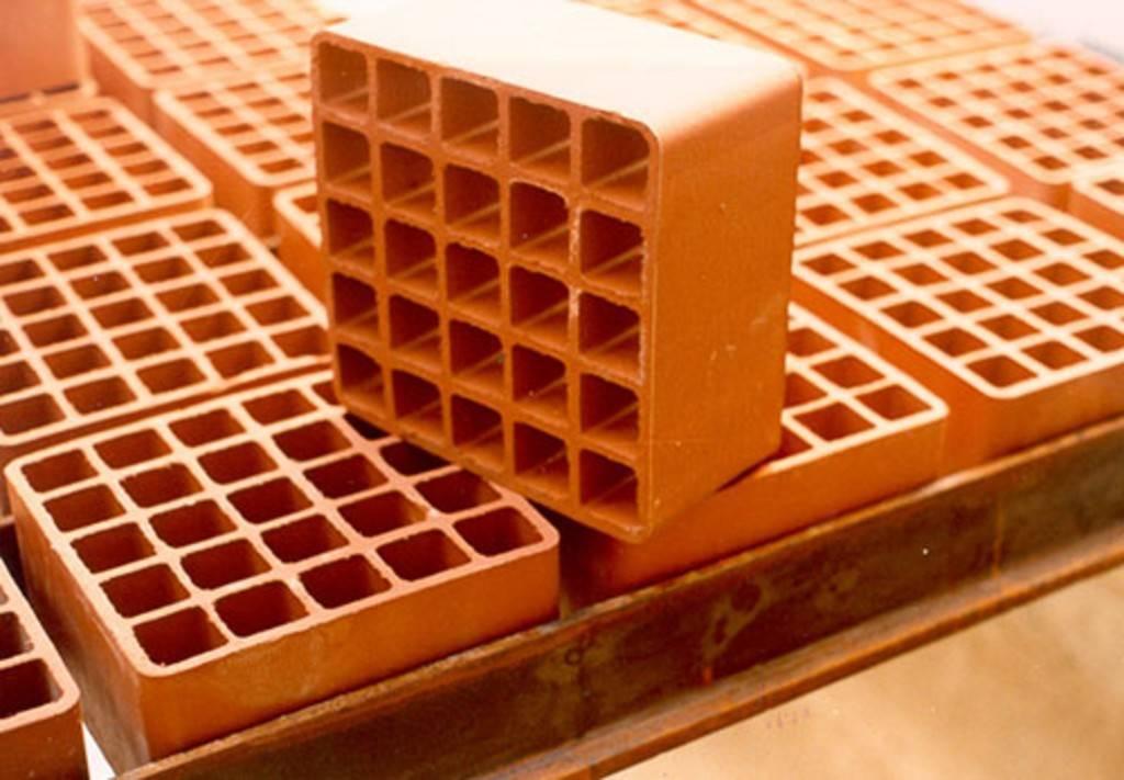 Что лучше: газобетон или керамические блоки?