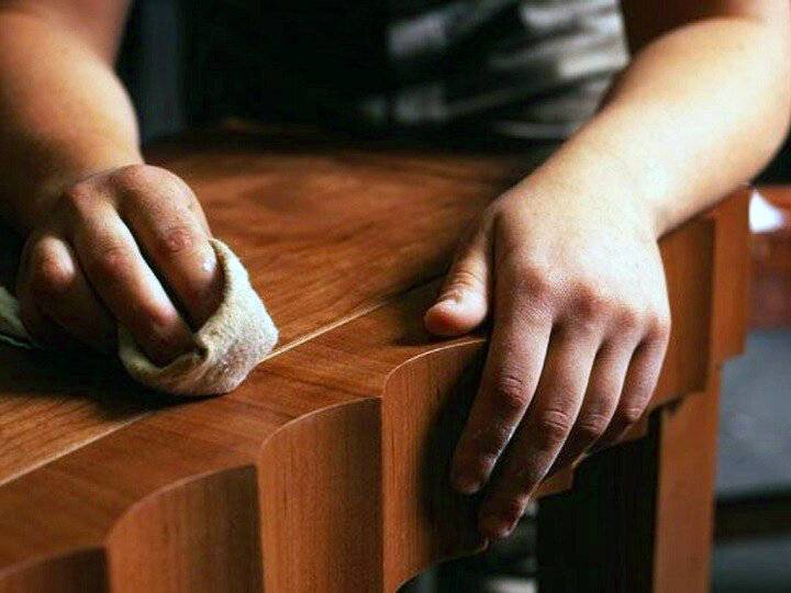 Чистка полированной мебели: как отмыть и привести в порядок полировку народными средствами в домашних условиях