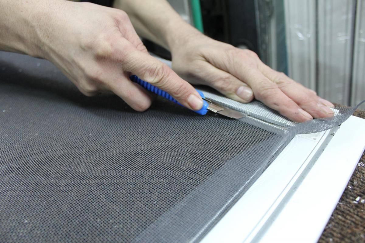 Выбор и установка москитных сеток на балконную дверь