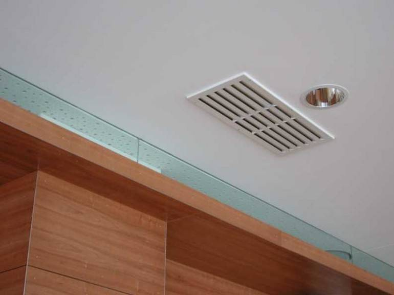 Вентиляция в натяжном потолке: прихоть или необходимость