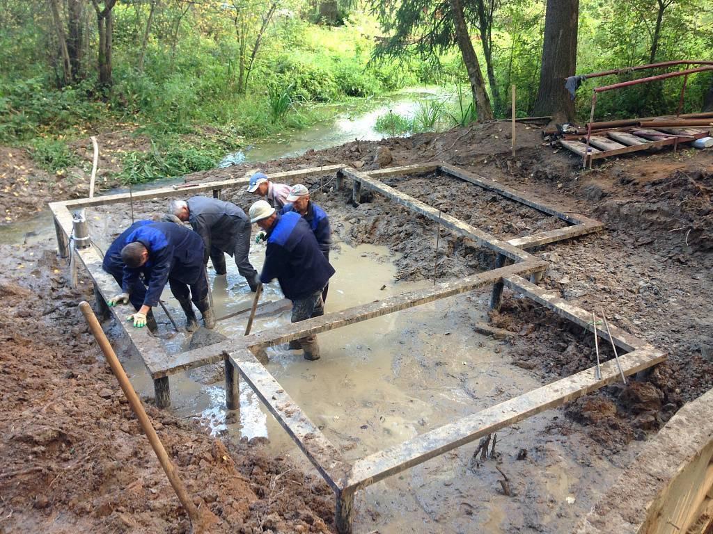 Возведение фундамента на болоте