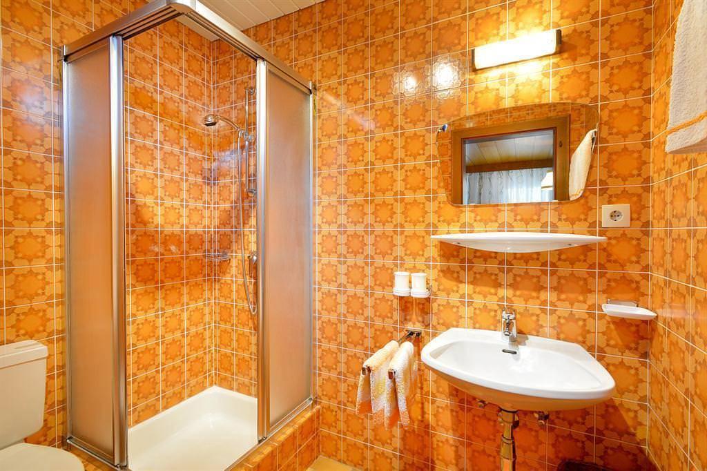 Ванная комната без плитки: варианты отделки