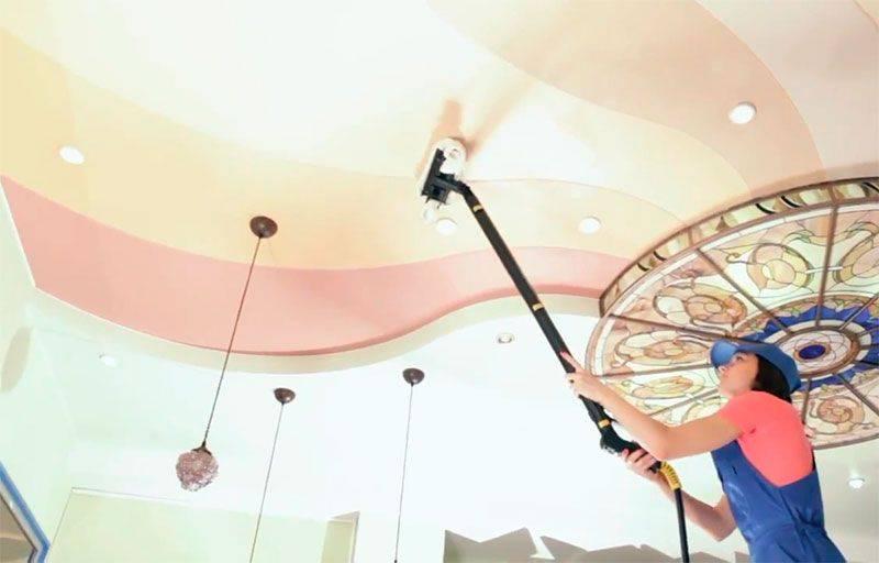 Как и чем мыть глянцевые натяжные потолки без разводов?