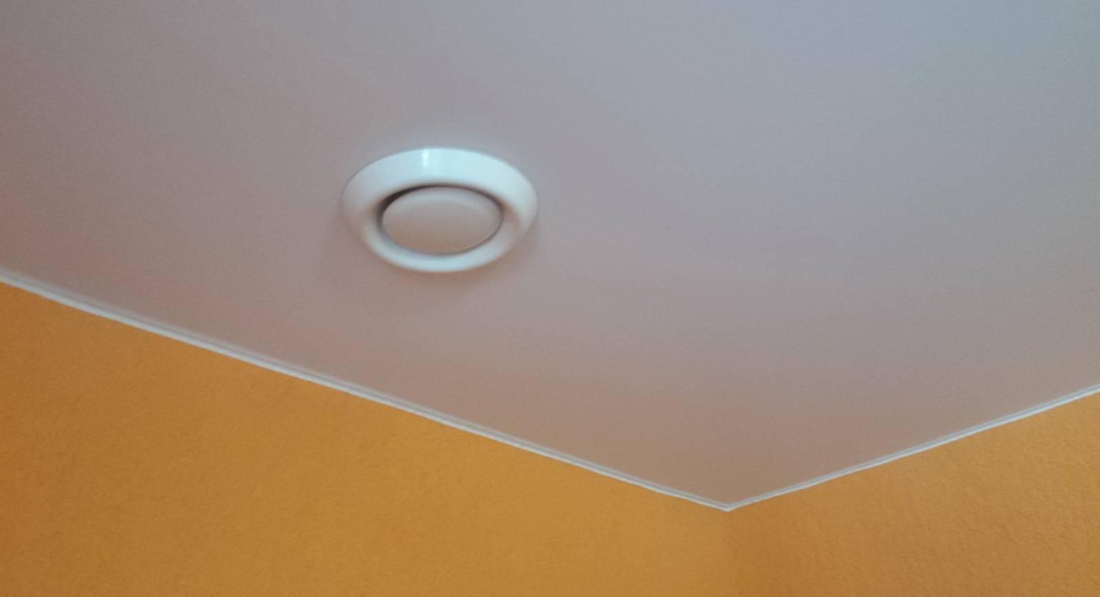 Вентиляция в натяжном потолке: вытяжки, решетки и их установка в ванной