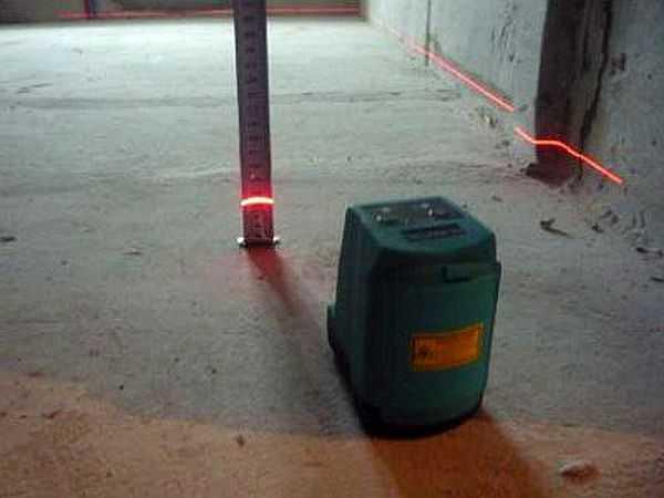 Выравнивание пола под плитку: можно ли выровнять пол плиточным клеем, как ровно положить на бетонный пол своими руками, нужно ли выравнивать, фото и видео