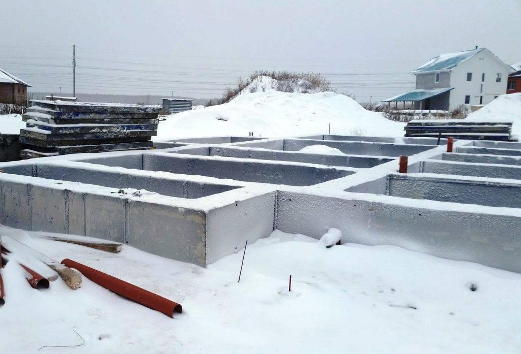 Можно ли заливать фундамент зимой под дом: выбор основания, этапы работ