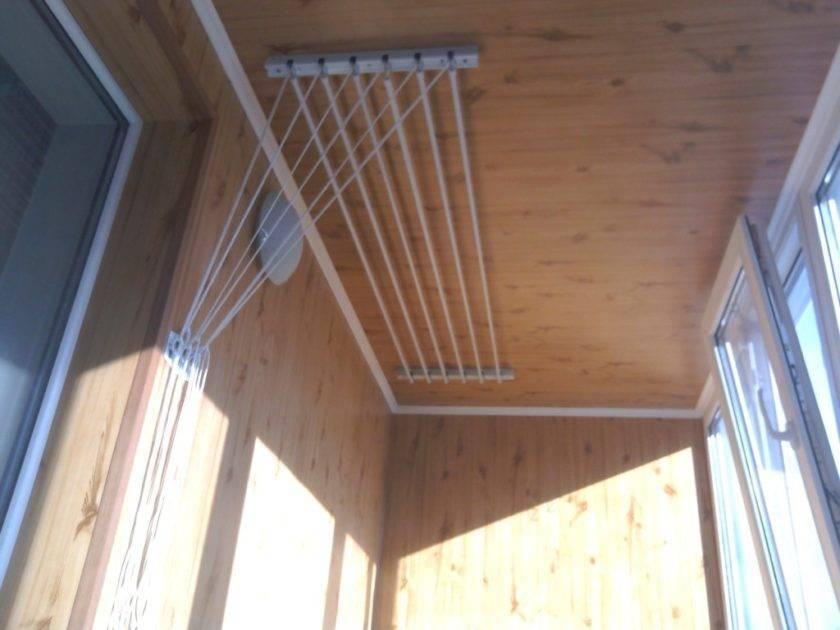 Настенная сушилка для белья на балкон (31 фото): балконная выдвижная и складная бельевая модель