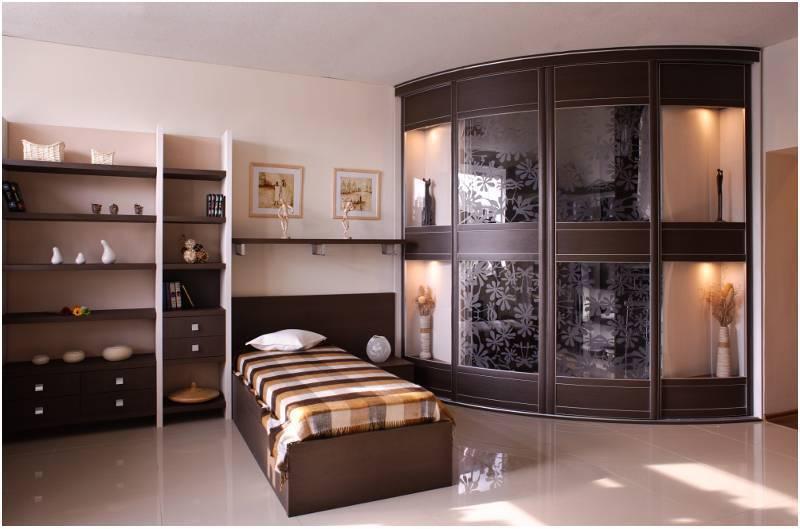 Наполнение шкафа купе в спальню: какие элементы обязательны