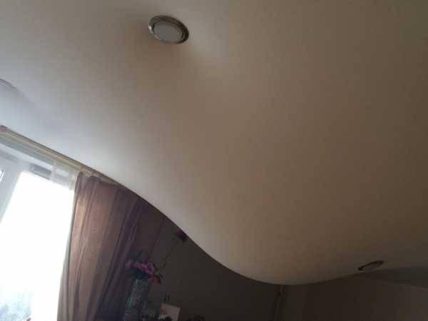 Как слить воду с натяжного потолка самостоятельно?