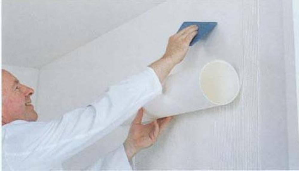 Как правильно клеить стеклохолст на потолок