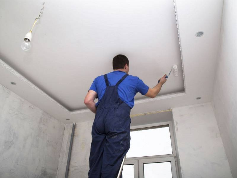 Как правильно покрасить потолок из гипсокартона акриловой краской