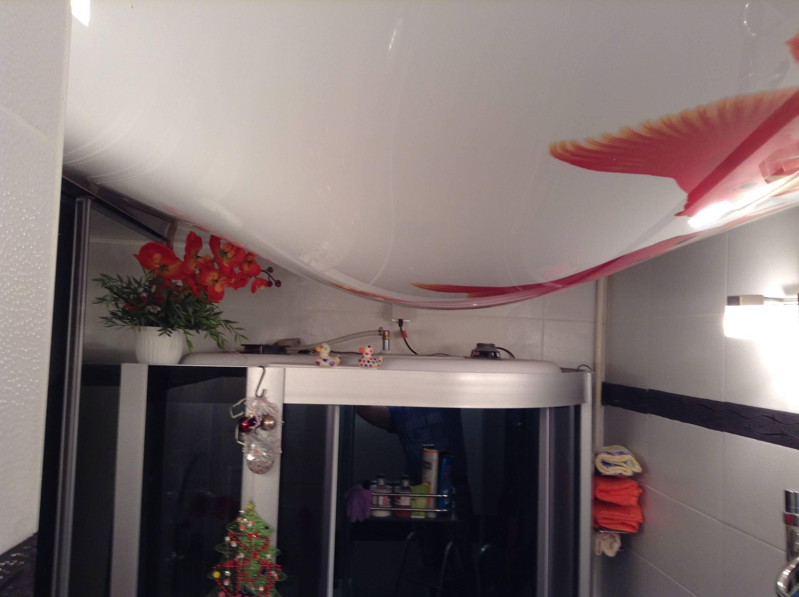 Слить воду с натяжного потолка: слив, демонтаж, как убрать самостоятельно, спустить, что делать, своими руками, затопили