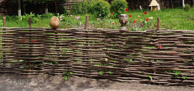 Плетеный забор своими руками из веток и досок