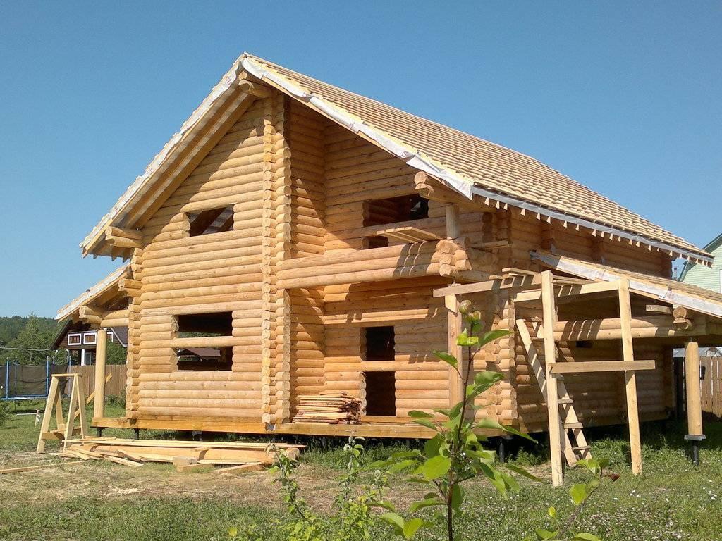 Дома из бруса: преимущества, недостатки и характеристики