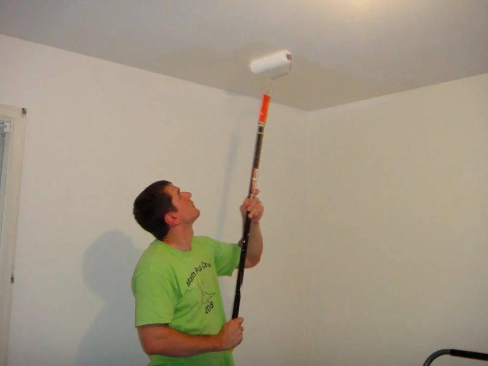 Как побелить потолок своими руками правильно без разводов