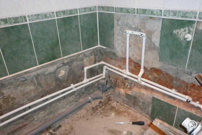 Замена труб в ванной и туалете: как сделать разводку и поменять стояки