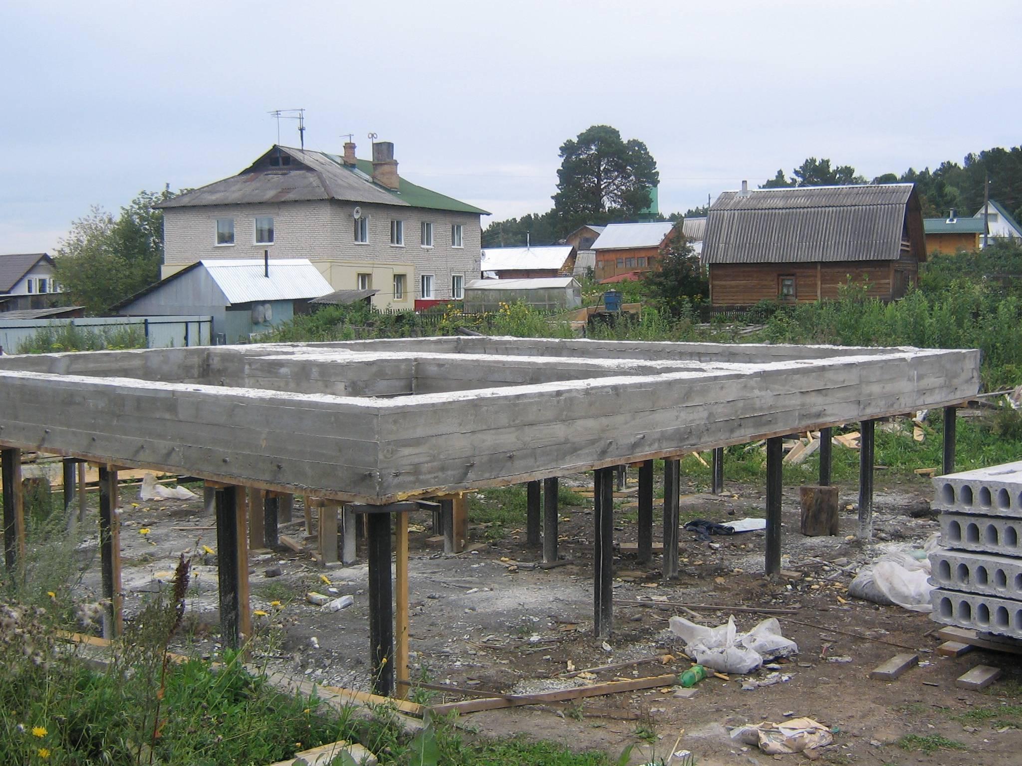 Виды, правила выбора, монтаж фундамента под дом из пеноблоков