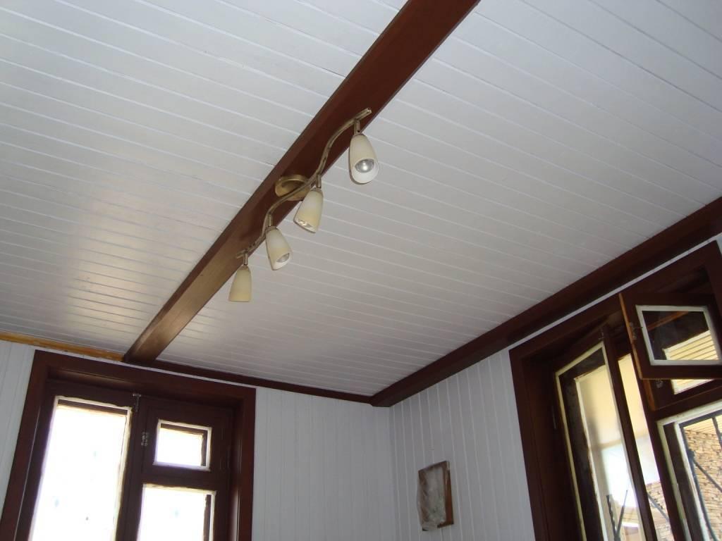 Красивый и бюджетный потолок на кухне своими руками — варианты отделки эконом-класса