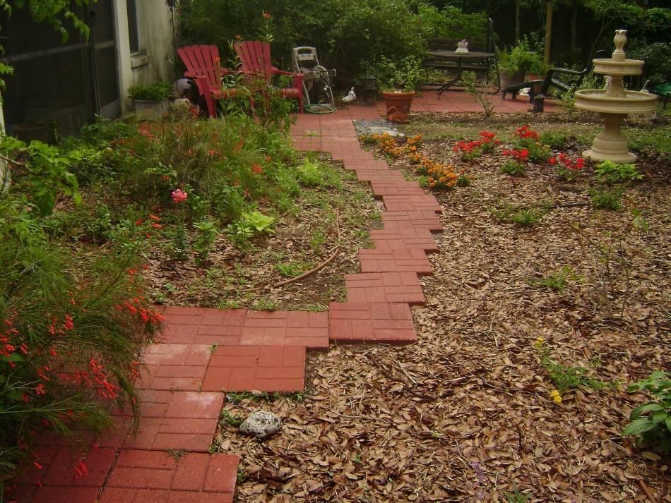 Садовые дорожки своими руками (85 фото): как сделать дешево и красиво на даче при помощи формы, делаем деревянные и из покрышек