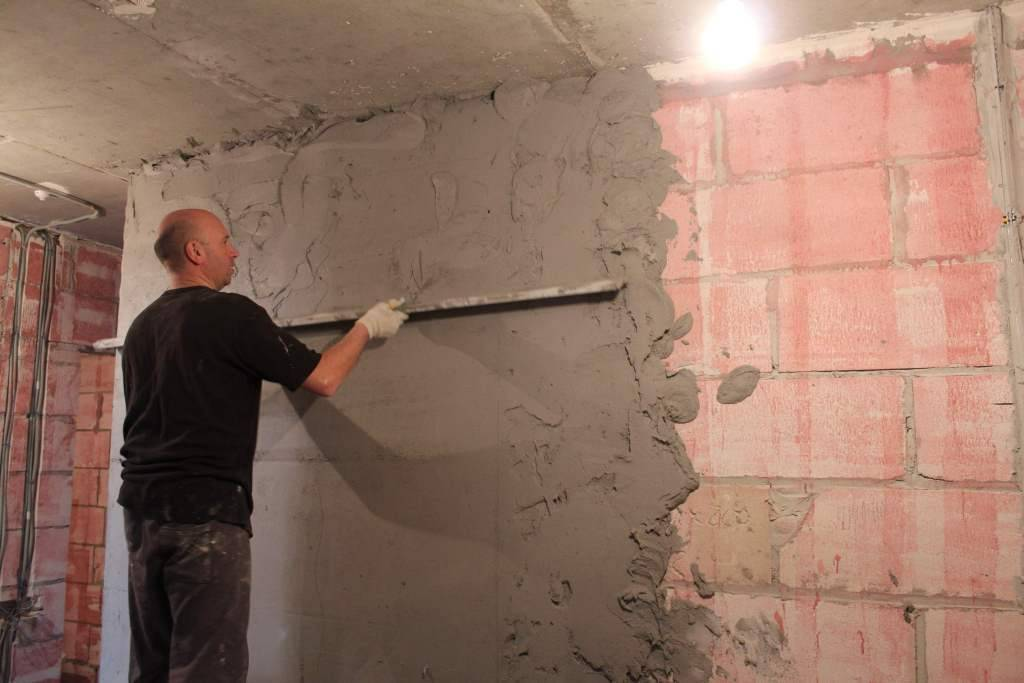 Как штукатурить стены и потолок под покраску своими руками