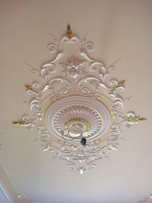 Декор потолка своими руками (38 фото): отделка декоративной штукатуркой, лепнина и ее имитация, многоярусные конструкции и оригинальное декорирование