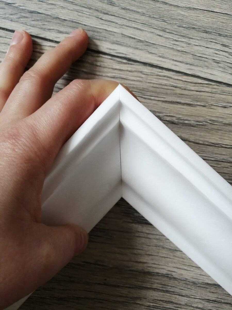 Как клеить потолочный плинтус, резать углы. вырезать и приклеить галтель правильно