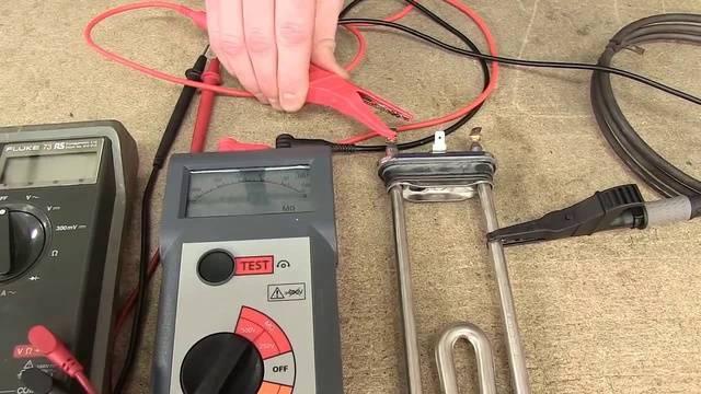 Как пользоваться мегаомметром для измерения сопротивления изоляции кабеля?