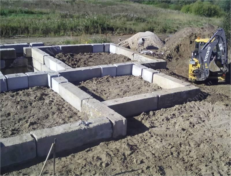 Фундамент из фбс для дома из газобетона: сколько рядов