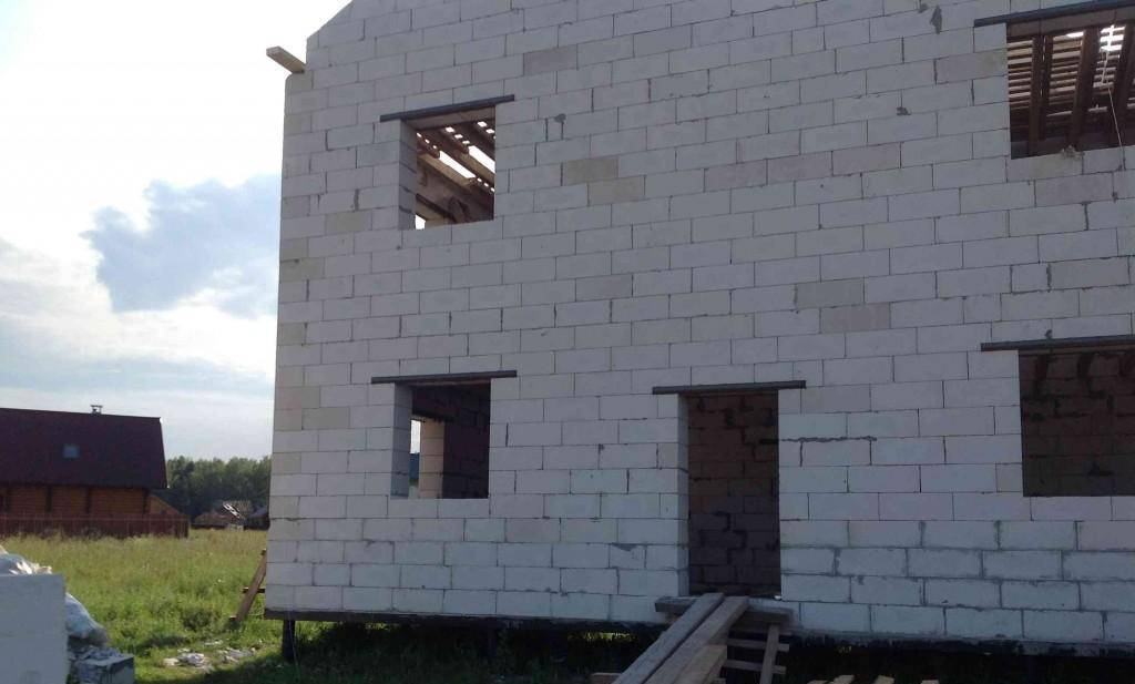 Дом из пеноблоков на свайном фундаменте