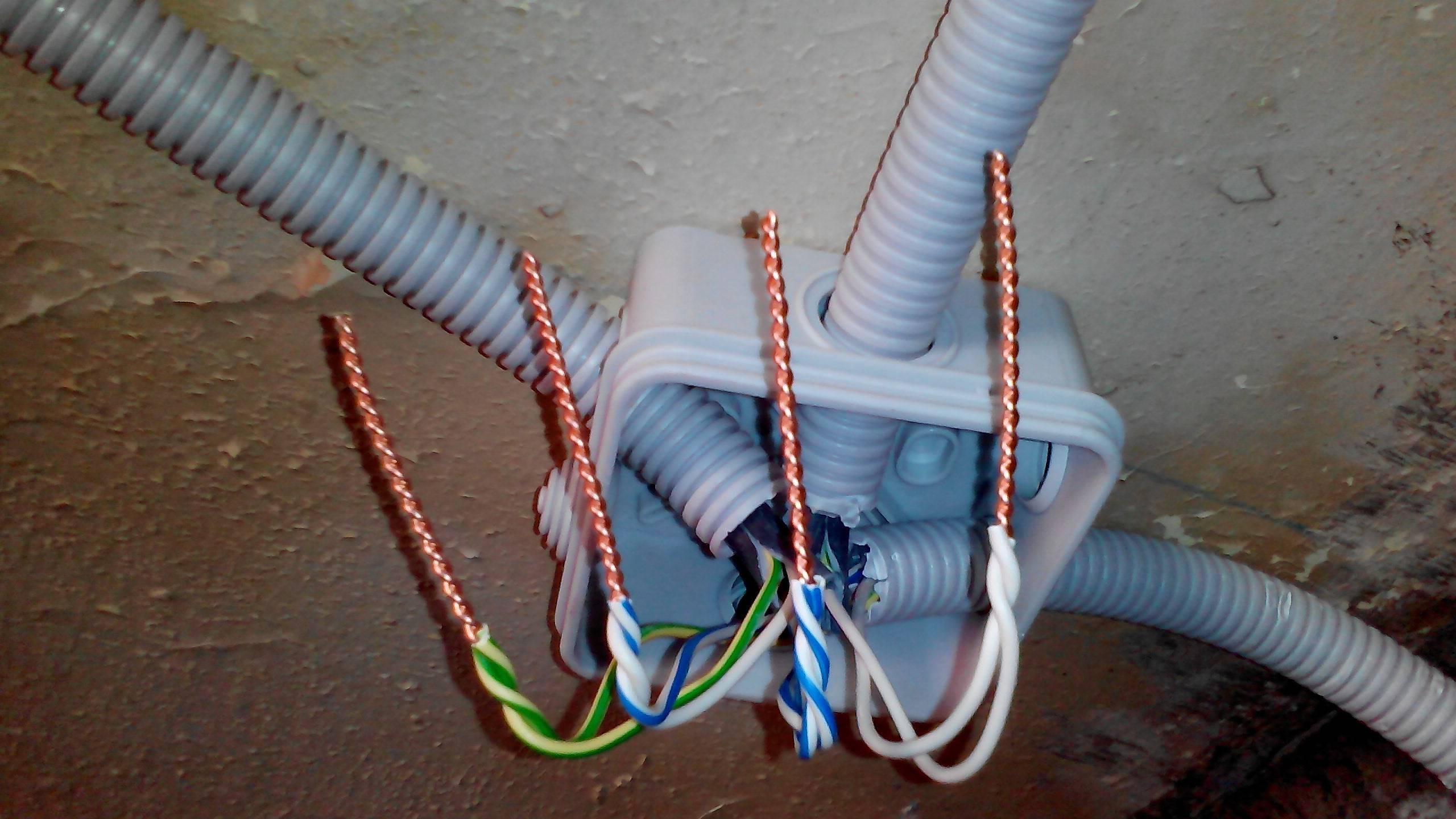Соединение проводов в распределительной коробке своими руками